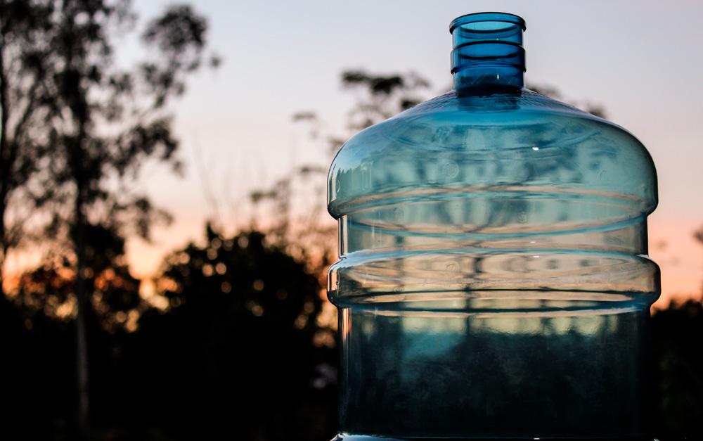 Vasilhame em meio ambiente, por ser uma embalagens sustentável.